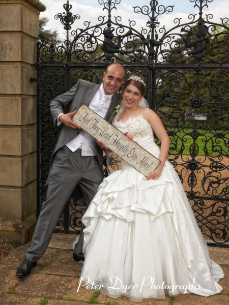 Turkish-wedding-photography-at-Fanhams-hall-Herfordshireby-Peter-Dyer-Photographs-north london_28