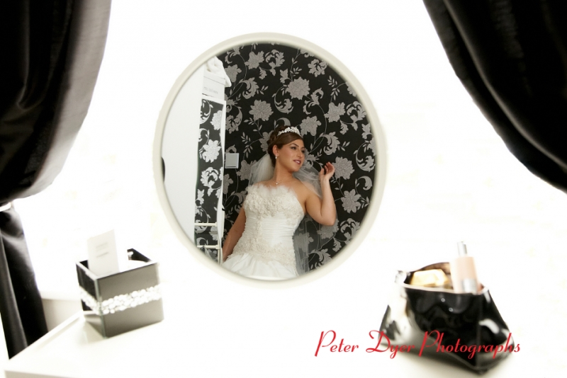 Turkish-wedding-photography-at-Fanhams-hall-Herfordshireby-Peter-Dyer-Photographs-north london_7