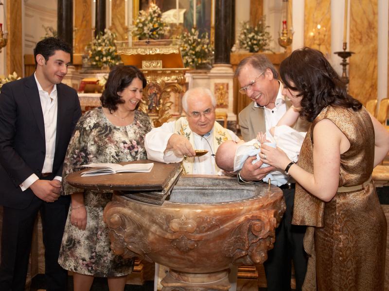italian-christenings-St-Peter-church-by-peter-dyer-photographs-london